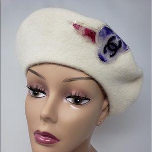 Chanel CREME  wool interlocking CC CAMELLIA BERETS